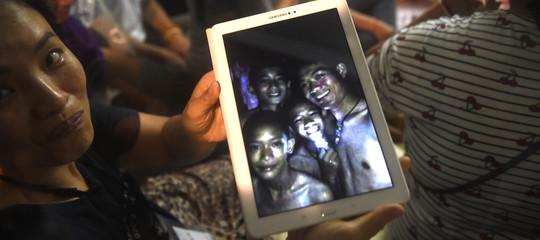 Thailandia: sono vivi i ragazzi intrappolati nella grotta. Le prime immagini