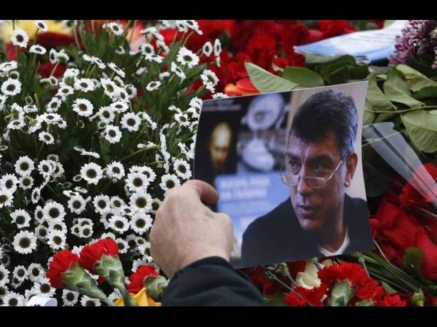 Sepolto Nemtsov, rabbia e polemiche per i visti negati