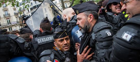 Giovaneucciso da agente,scontri con la polizia aNantesin Francia