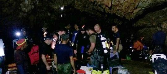 Thailandia: drenata acqua nella grotta, si spera di riuscire a far camminare i ragazzi