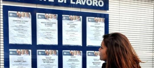 Istat: in Italia la crescita rallenta, si rafforza il mercato del lavoro