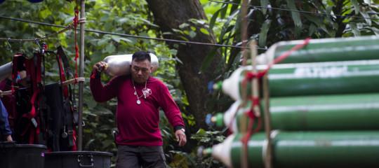Per salvare i ragazzi intrappolati nella grotta in Thailandia restano 4 giorni