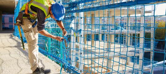 Lavoro: in Italia 3,3 milioni in nero, per il Fisco danno da 42,6 miliardi
