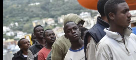 Migranti: in 106 sbarcati a Messina da nave militare irlandese