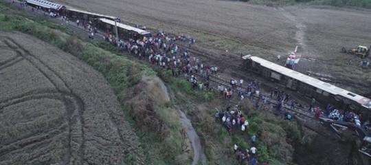 turchia deraglia treno