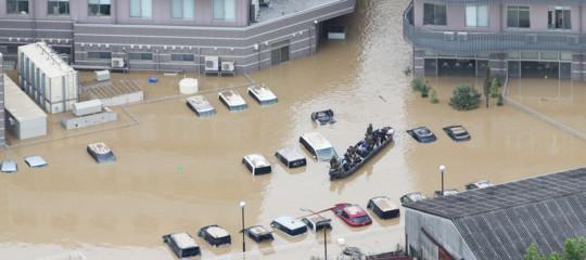 Almeno 100 morti in Giappone per le alluvioni