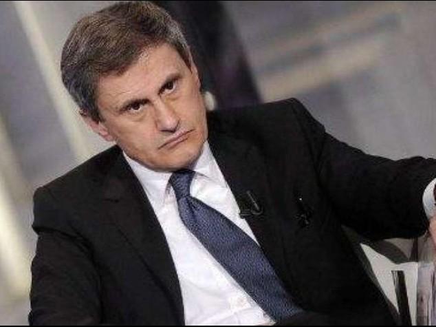 """Renzi, """"non lasceremo Roma ai ladri"""". Alemanno: non ho portato soldi all'estero, Procura conferma"""