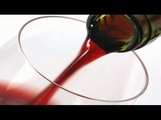 Scoperta la truffa del Brunello, 165.467 litri di vino sequestrati