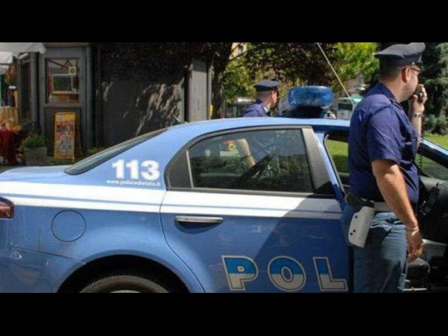 Roma: sparatoria in strada, gambizzato un uomo