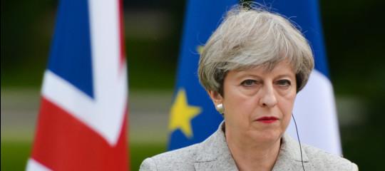 """Theresa May: """"Stop agli europei che vengono da noi in cerca di lavoro"""""""