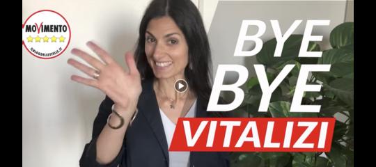 """Il video con cui Virginia Raggi fa """"bye bye"""" ai vitalizi"""