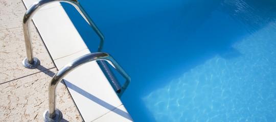 Una ragazzina è morta risucchiata dal bocchettone di una piscina a Sperlonga
