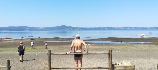 Con il grande caldo il livello del lago di Bracciano ha ricominciato a scendere