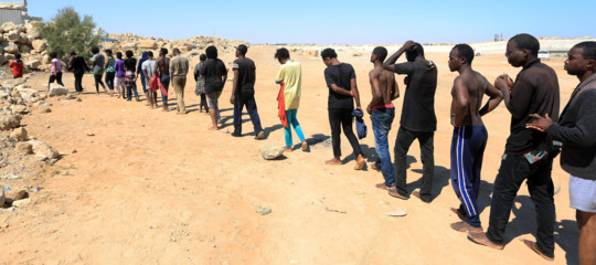 """Migranti,espulsioni di nigerini in Algeria.l'Oim:""""In 600 abbandonati nel deserto"""""""