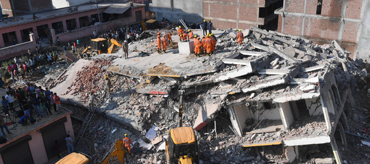 India crolla edificio morti
