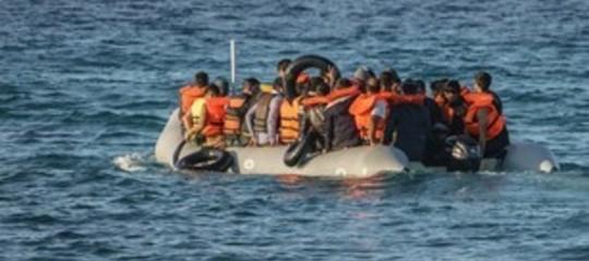 """Migranti: in 40 bloccati a largo Tunisia, """"vogliono l'Europa"""""""