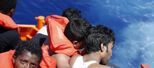 Migranti: affonda a Cipro barcone con 160 a bordo, 16 morti
