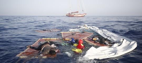 Migranti: commissario Ue Avramopoulos, Stati membri hanno obbligo morale e umanitario