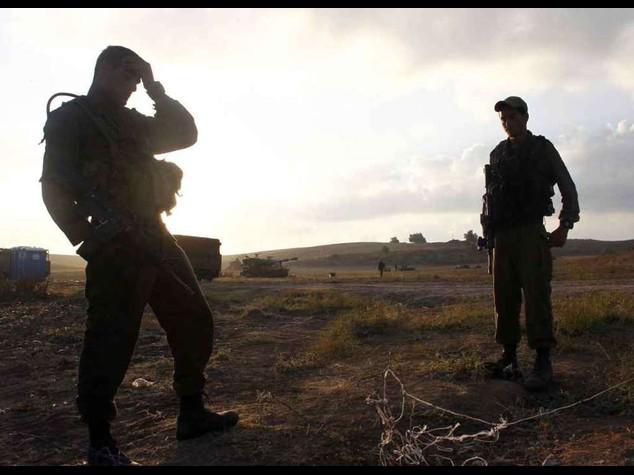 Gaza invasa: ucciso un altro bambino. Caduto soldato israeliano