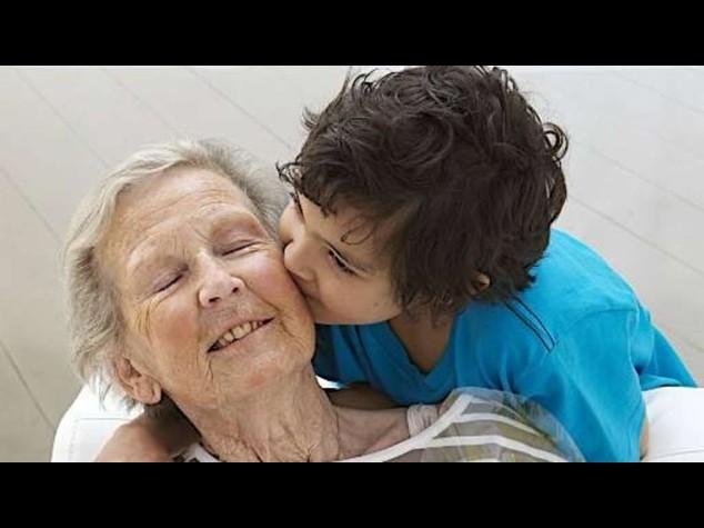 Nonna di 80 nipoti inizia a comprare i regali di Natale a gennaio