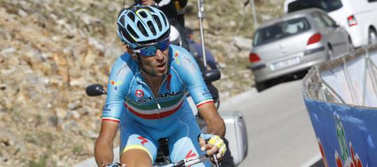 Nibali si ritira dal Tour de France per una frattura a una vertebra