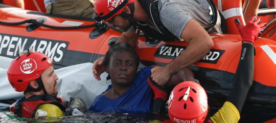 Migranti: navi Open Arms a Palma con cadaveri e superstite