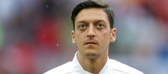 """Calcio: Ozil lascia la nazionale tedesca e parla di""""razzismo"""""""