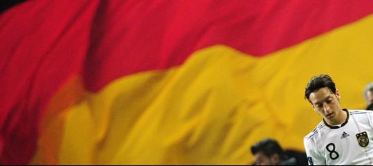 L'addio diÖzilallanazionaledivide la società tedesca