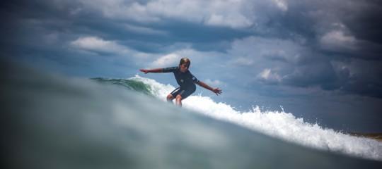 surf vada ragazzo salvataggio