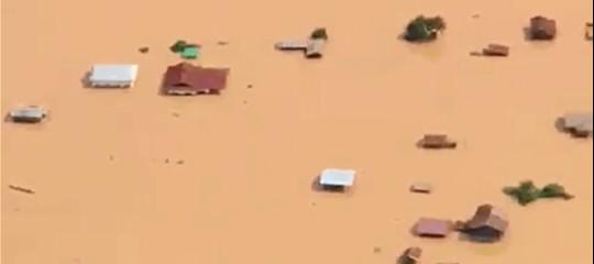 In Laos sei interi villaggi sono stati sommersi dal crollo di una diga