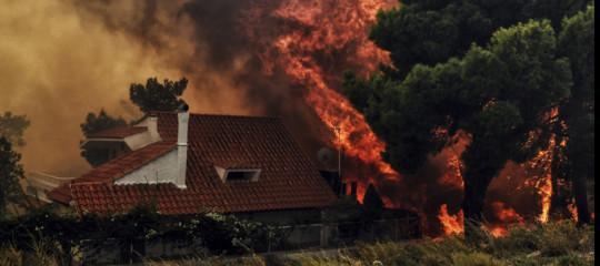 In Grecia ora divampano le polemiche per quei morti tra le fiamme
