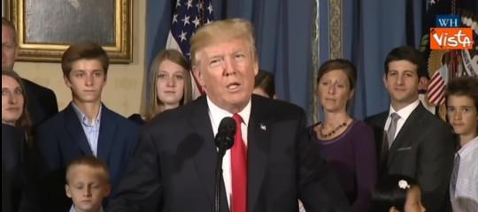 """Dazi: Trump annuncia accordo con Ue """"oggi gran giorno per commercio libero e leale"""""""