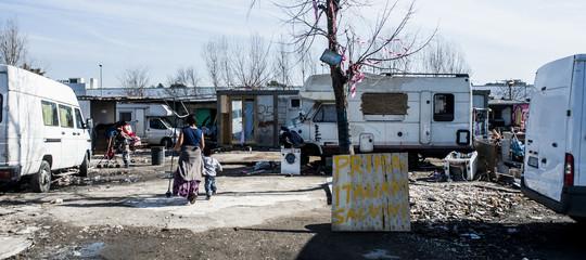 Protesta dei residenti del campo rom sgomberato