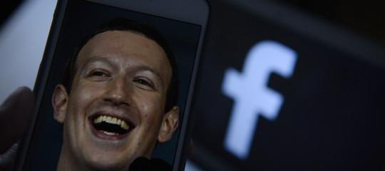 Facebook crollo milione Europa