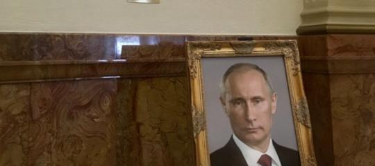 Nel parlamento del Colorado è spuntato un ritratto diPutin