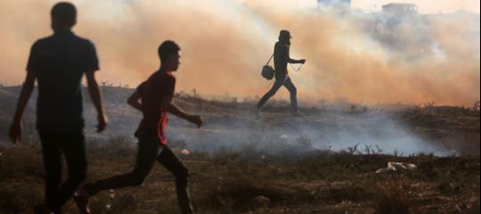 Scontri a Gaza, ucciso palestinese di 14 anni