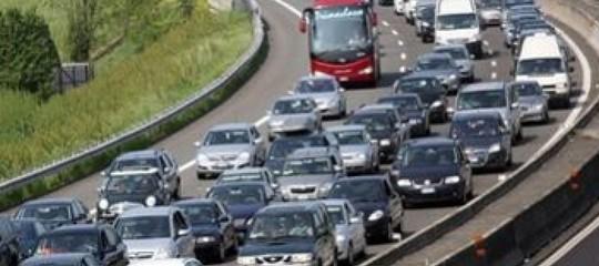 Esodo: weekend da 'bollino rosso', traffico e code su autostrade