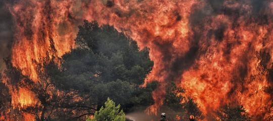 Non si sa ancora quanti siano i dispersi negli incendi in Grecia