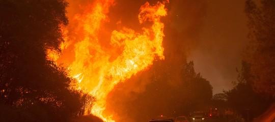 Emergenza incendi in California, sei vittime