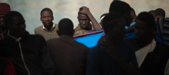 Bus lascia migranti a terra a Catania, azienda esclude razzismo