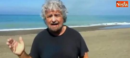 """Razzismo, Grillo se la prende con i media: """"Portano l'Italia verso il baratro"""""""