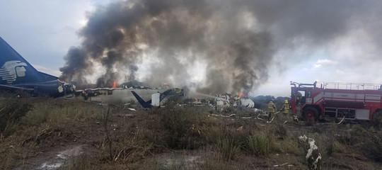 In Messico è precipitato un aereo con 101 persone e si sono salvate tutte