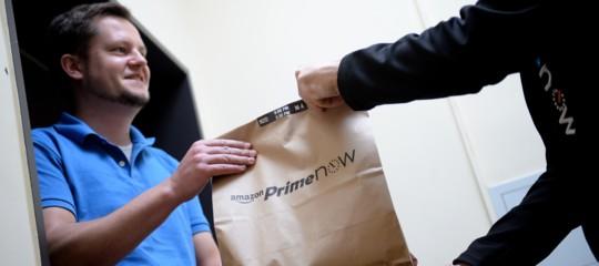 Amazon: svolge attività postali senza permesso, multata dall'AgCom