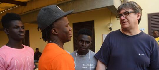 Razzismo: Pistoia, don Biancalani denuncia spari contro migrante