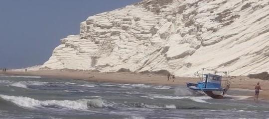 Quel business dei micro sbarchi che unisce la Sicilia alla Tunisia