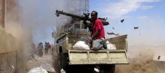 Yemen: raid su un mercato del pesce, morti 55 civili