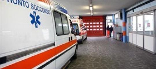 Sanità, Salerno: equipaggio 118 aggredito fugge in ambulanza