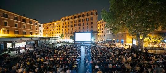 Gli italiani preferiscono una partita (o un concerto) allo stadio che un film in sala