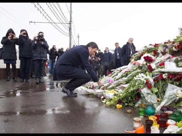 """Renzi da Putin, Libia """"vera emergenza"""". Omaggio a Nemtsov"""