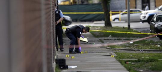 Ore di violenza a Chicago: 44 colpiti da proiettili, 5 morti
